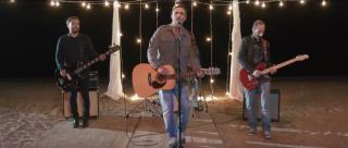 Secondo video tratto dal nuovo album (MULTIFORME 2) di GIUSEPPE DI GENNARO… Già fattosi notare in veste di autore con Cristiano De Andrè