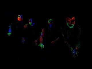 MAC & THE BEE presentano il video UNLEASHED tratto dal bellissimo album ONE OF THE TWO, un riuscitissimo mix di elettronica, rock, psichedelia e altro ancora